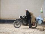 Grenze Kasachstan-Uzbekistan: Flaschensammler