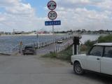 Russland Wolgadelta Pontonbruecke