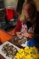 russland-sibirien-pilze-schnippeln