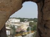 Usbekistan Chiwa: Blick durch die Stadtmauer